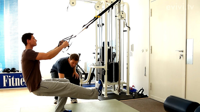 Einbeinige Kniebeuge – TRX Suspension Training – Workout Variante 2